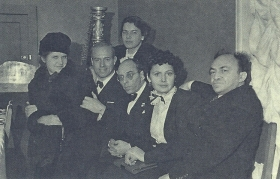 Seeing I. Menukhin. From left to right: S. Mikhoels, G. Sergeeva, I. Menukhin, I. Kozlovsky. TsDSR, December 1945. The photo. (Проводы И. Менухина. Справа налево: С. Михоэлс, Г. Сергеева, И. Менухин, И. Козловский. ЦДРИ, декабрь 1945 года. Фотография .) (Belyaev)
