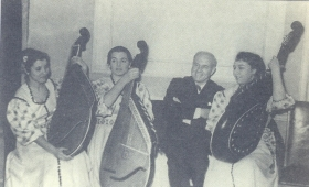 I. S. Kozlovsky and a trio of bandurists. The photo. (И. С. Козловский и трио бандуристок. Фотография.) (Belyaev)