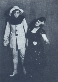 "N.K. Pechkovsky and V.K. Pavlovskaya. ""Clowns"". The photo. (Н.К. Печковский и В.К. Павловская. ""Паяцы"". Фотография.) (Belyaev)"