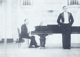 N.K. Pechkovsky at the concert, at the piano - V.P. Ulrich. The photo. (Н.К. Печковский на концерте, у рояля - В.П. Ульрих. Фотография.) (Belyaev)